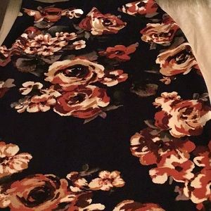 Black skirt with flowers